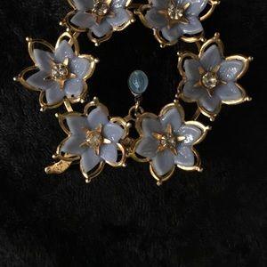 Jewelry - Vintage brooch.